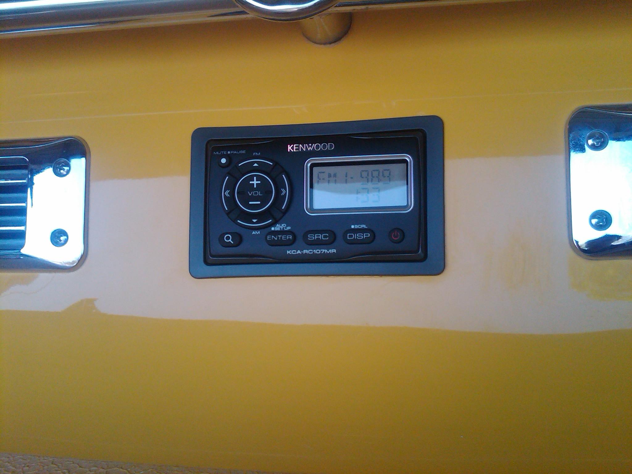 2008 Crownline 225 BR Kicker Powersports Marine Transom Speakers Kenwood Marine KMR Commander Head Unit Transom Remote