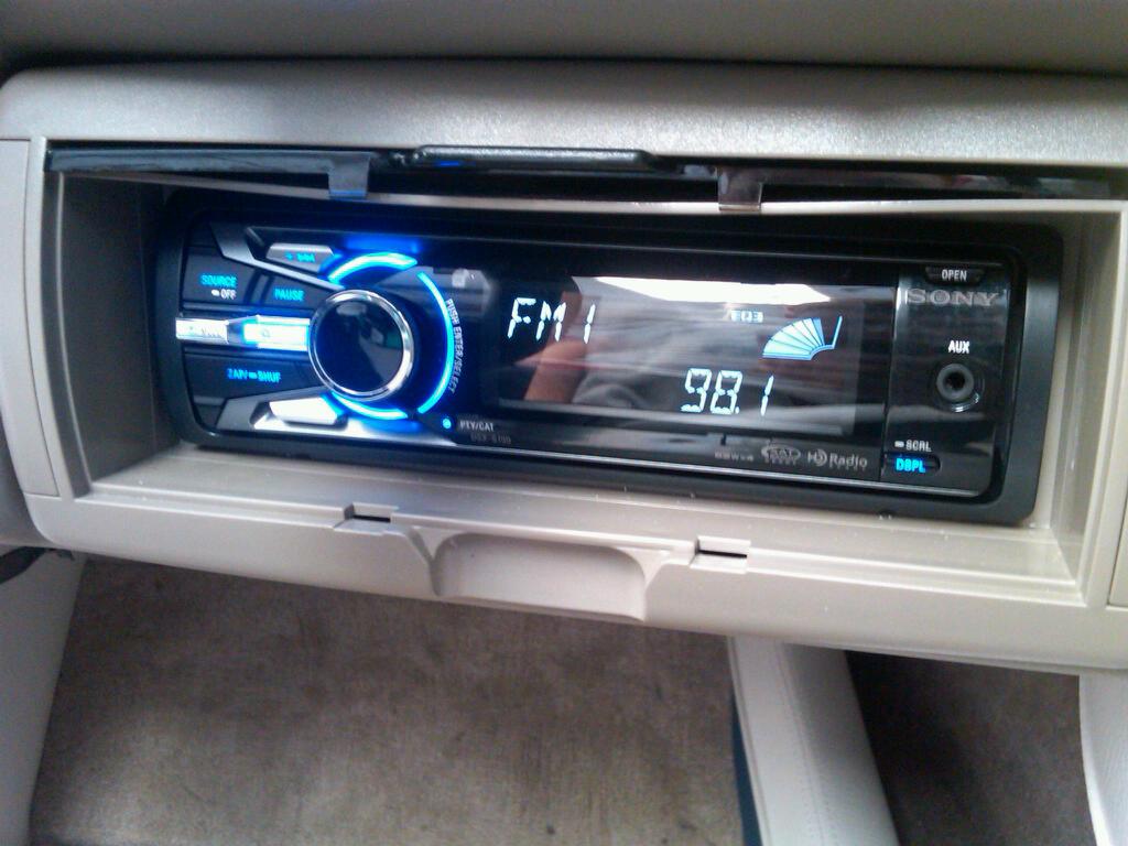 2011 Crownline 23 LS Kicker marine subwoofer amplifier custom enclosure Sony marine head unit stereo